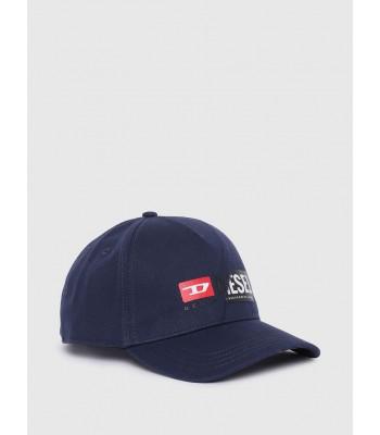 berretto blu frontale