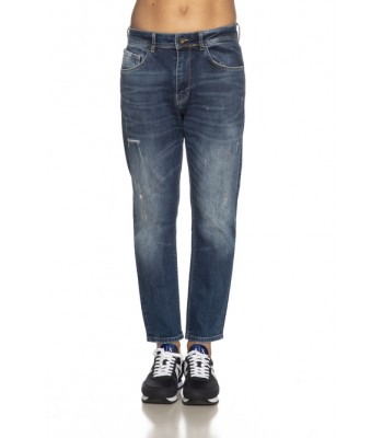 jeans carrot indossato frontale