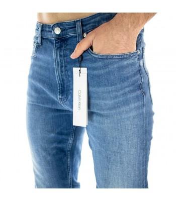 jeans parte anteriore indossato