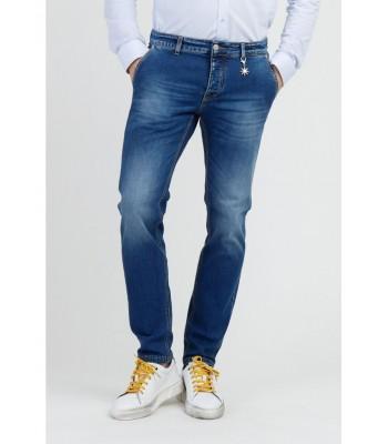 Jeans con le tasche a filo slim fiti