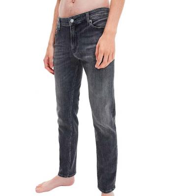 Jeans slavato con il grigio